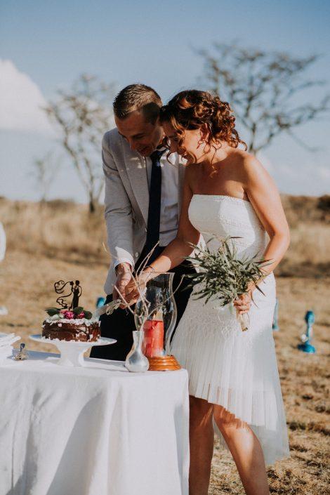 Safari bruiloft taart aansnijden